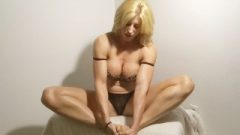 Body Builder Goddess Rapture Oils Up Her Feet And Wanks Them Together