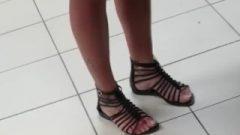 Les Françaises Puent Des Pieds, Smelling Feet ,big Toes