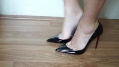 Provocative Feet In Heels