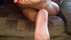 Enormous Ebony Feet And Ass.mp4