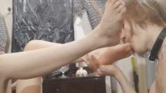 Femdom Feet Worshiping
