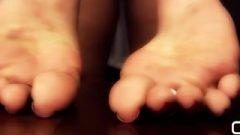 Darla Tv – Foot Show In Platform High Heels And Kissable Pink Toenails