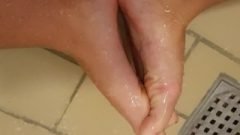 Nubile Chick Interlocking Long Sensual Toes – Foot Fetish – Fingertoes Shower