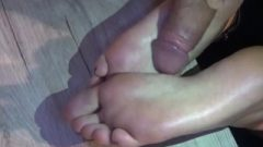 Slut Craves To Give Footjob With Jizz On Soles!
