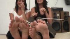 Zip Bound Toes