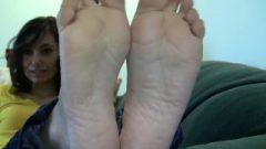 Gisele's Candid Stinky Feet